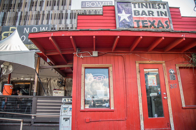 tiniest-bar-in-texas-05